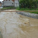 Caransebesenii scapa de paraul ce-i inunda