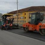 Se asfalteaza strazile Caransebesului