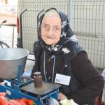 La 92 de ani da lectii cu pofta ei de viata