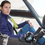 La 17 ani este pilot pe aeronave usoare