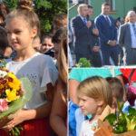 Emotii, flori si bucurie pentru elevii caransebeseni