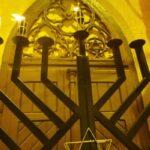 Se aprind luminile de Hanuka, în fața Primăriei Caransebeș